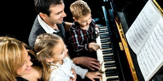 Rapporto genitori-figli: migliora con la musica