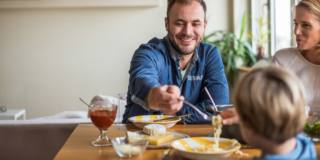 Bambini in sovrappeso: spesso la colpa è del papà