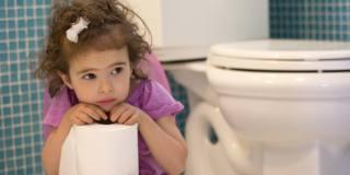 Stipsi nei bambini: dieta corretta prima delle medicine