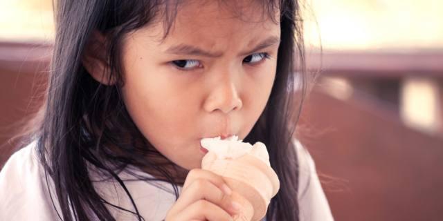 Alimentazione emotiva: i bambini la imparano (purtroppo) a casa