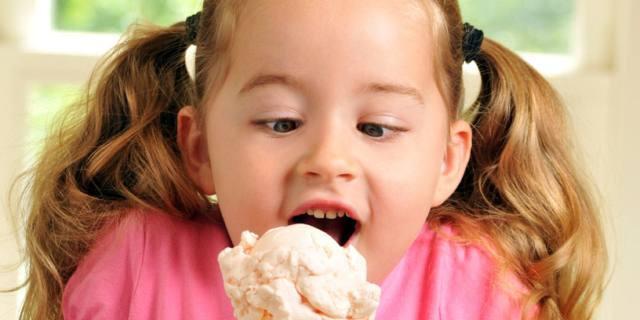 Emotional eating: attenzione ai rischi nei bambini