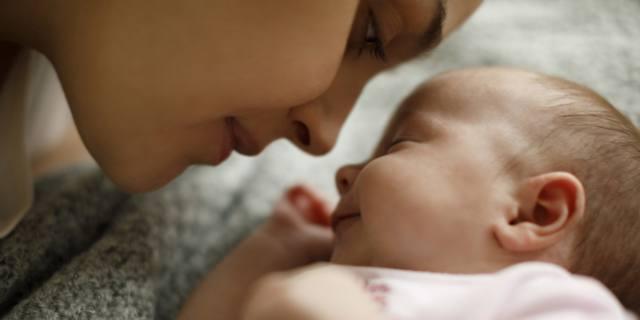 Coccole e carezze favoriscono lo sviluppo cerebrale dei bambini