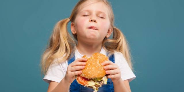 Fast food aumenta il rischio di asma e malattie respiratorie