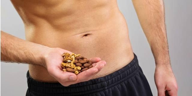 Fertilità maschile: sì a noci e frutta secca