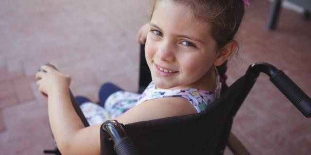 Per i bambini disabili andare a scuola è doppiamente difficile