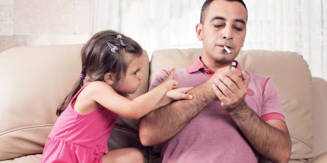 Fumo passivo accorcia la vita dei bambini
