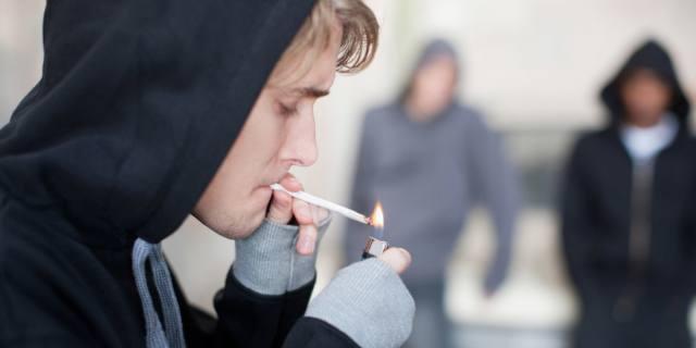 """Spinelli e cannabis: per il 90% degli adolescenti """"fumare"""" è normale"""