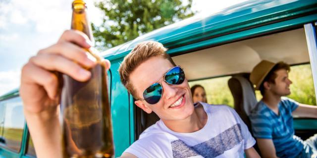 Allarme alcol: il primo bicchiere tra 11 e 14 anni