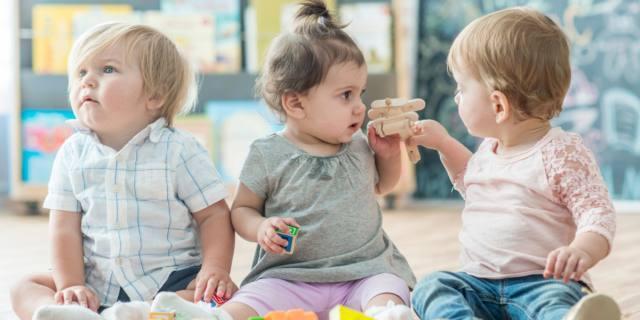 Apprendimento dei bambini: fondamentale il confronto con gli altri piccoli