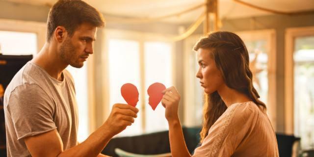 Sfortunati in amore? Forse è colpa della mamma