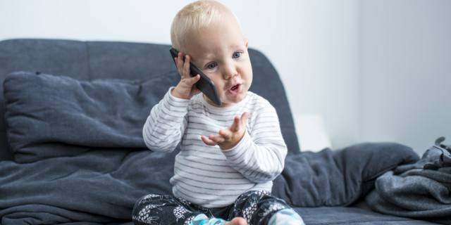 Smartphone e tablet per 8 bimbi su 10. Genitori troppo permissivi