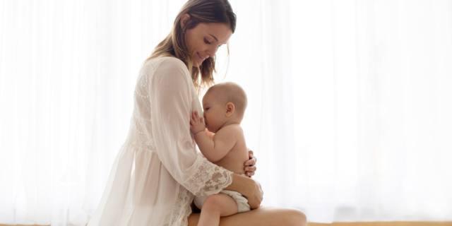 Allattamento al seno fa bene al cuore della mamma