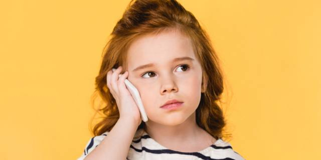 Smartphone e bambini: se usato troppo danneggia il cervello