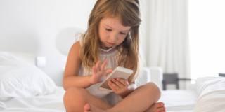 Insonnia da smartphone: attenzione ai bambini
