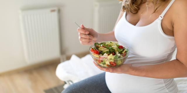 Gravidanza e cibo: le future mamme non conoscono la toxoplasmosi