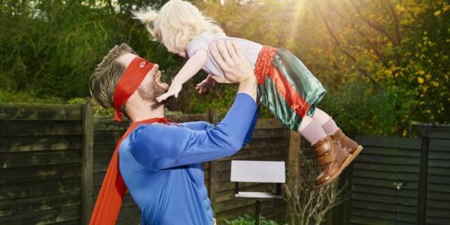Festa del papà: per gli italiani è un supereroe