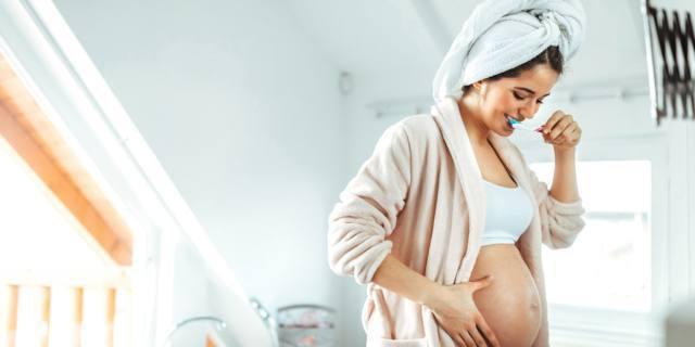 Parto prematuro: curare la bocca in gravidanza riduce i rischi