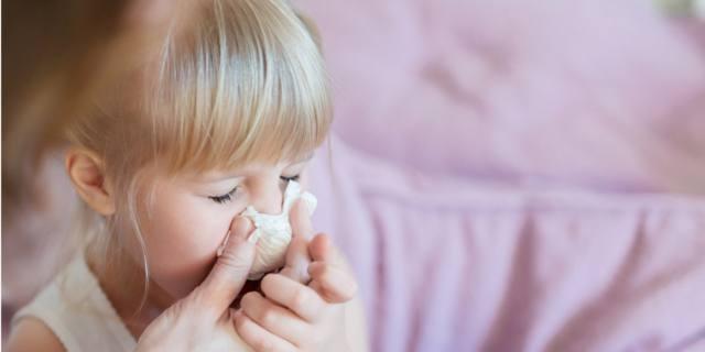 Raffreddore nei bambini: pulire il nasino riduce sintomi e previene complicanze