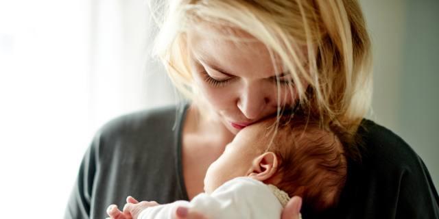 """Calo delle nascite: """"colpa"""" dell'età della mamma?"""