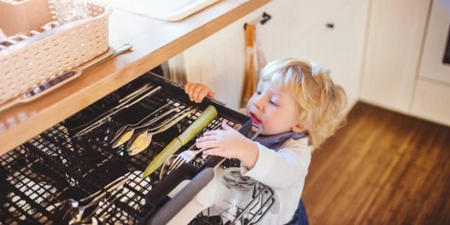 Incidenti domestici nei bambini: a cosa fare più attenzione