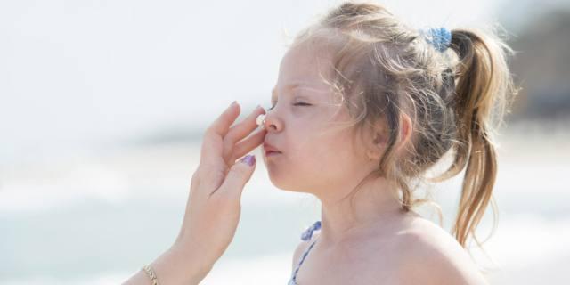 Infezioni della pelle nei bambini: come prevenirle in estate