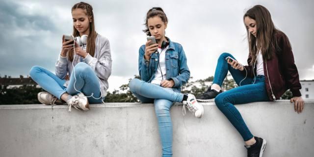 Uso compulsivo dello smartphone: colpa della noia