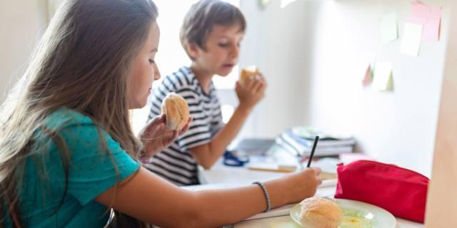 Sotto esami aumenta il consumo di junk food