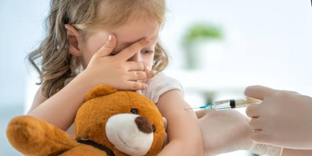 Gravi effetti dei vaccini, vero per quasi la metà degli italiani