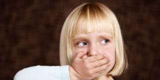 Pile a bottone: attenzione ai bambini se le ingoiano