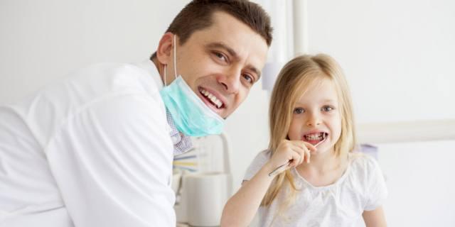 La prima visita dal dentista? Meglio fra i 4 e i 7 anni