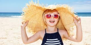 Bimbi al sole: occhio alle scottature
