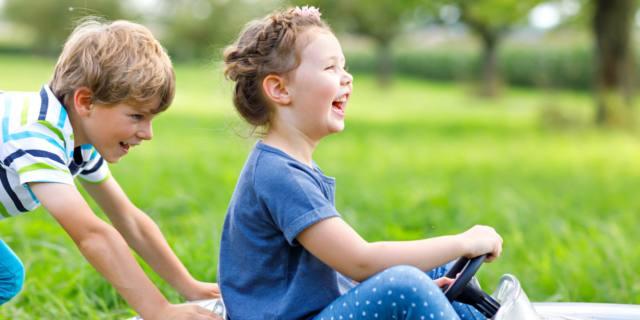 Bambini: le regole per un'estate meno multimediale