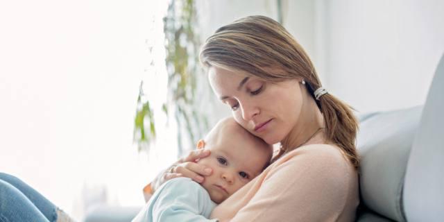 Cullare il bambino: anche il lato conta