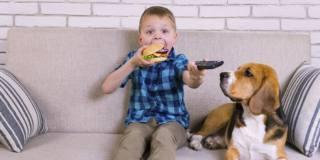 Obesità infantile: il decalogo degli esperti per combatterla