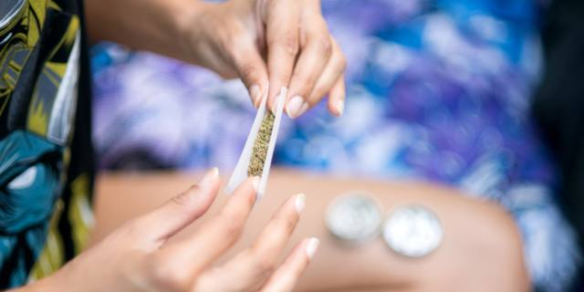 La marijuana condiziona la fertilità maschile e femminile