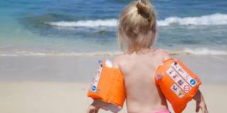 Bambini al mare e in piscina: le regole di sicurezza