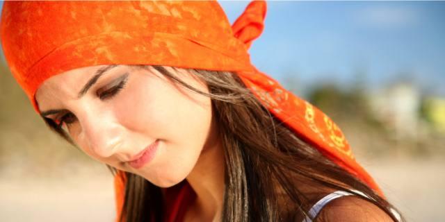 Capelli in estate: proteggili con solare e bandana