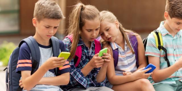 Teenager e smartphone: quando è vera dipendenza?