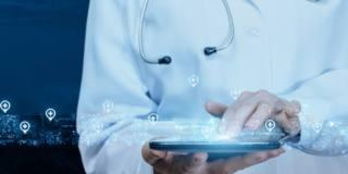Medici digitali: usano mail e whatsapp per comunicare con i pazienti che però non ce l'hanno