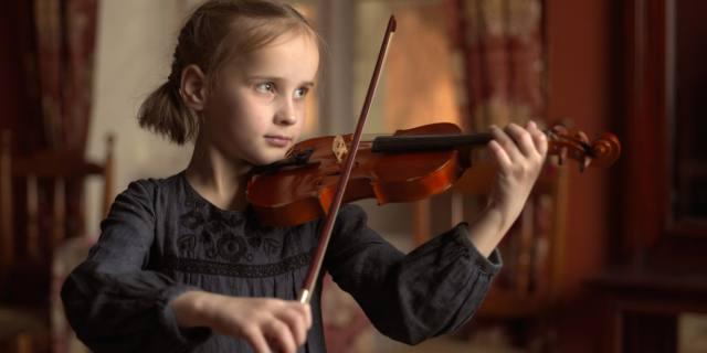 Studiare musica migliora i voti in matematica, scienze e inglese