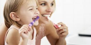 Troppo zucchero: carie per 1 bambino su 3