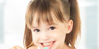 L'igiene orale dei bambini inizia prima della comparsa dei denti
