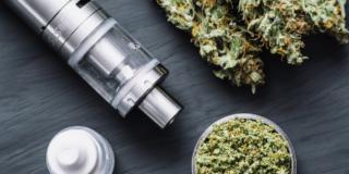 E-cig: pericolosi i liquidi alla marijuana