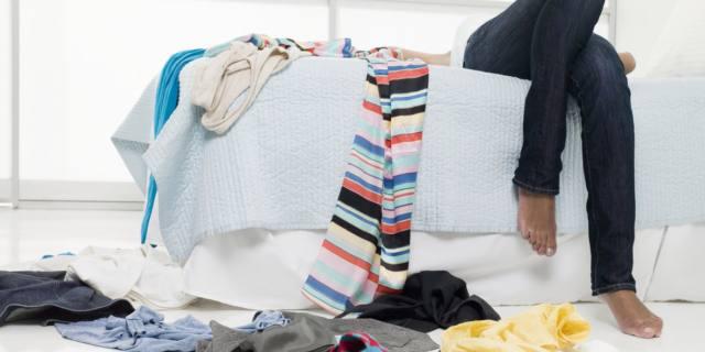 Via i vestiti appena in casa: sono un ricettacolo di batteri