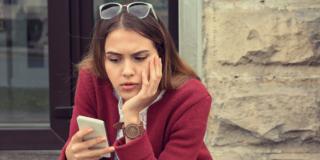 """Adolescenti """"malati"""" di smartphone"""