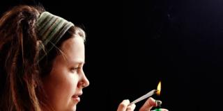 Spinelli da adolescenti triplicano rischio suicidio da adulti