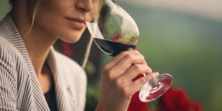 Vino rosso: un bicchiere ogni 15 giorni fa bene all'intestino