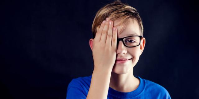 Adolescenti, cresce la miopia da smartphone e pc
