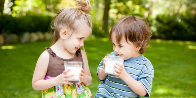 Solo acqua e latte fino ai 5 anni di età