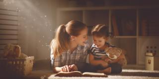 Favole ai bambini: ascoltare storie fa bene quanto leggerle